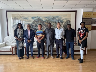 Chairman Mr.Zhouliping meet with Consul General, Embassy of Federal Republic of Nigeria in Shanghai, PRC and other Nigerian VIPS in QuanLee Heavy Truck Parts Mall